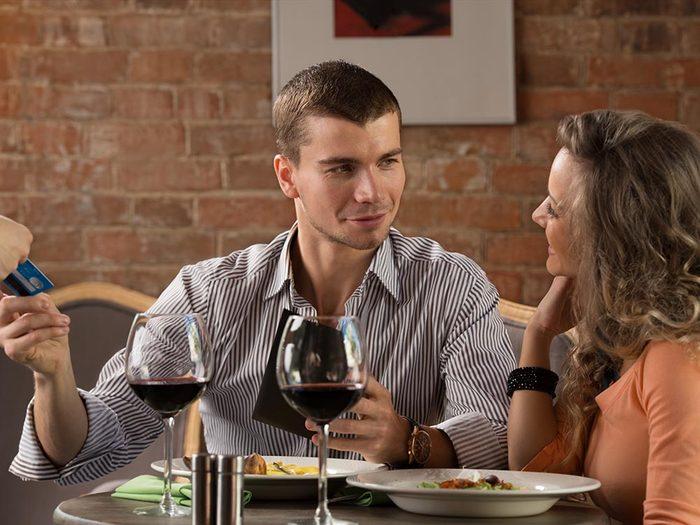 Les bonnes manières à table en Pologne: les hommes paient l'addition.