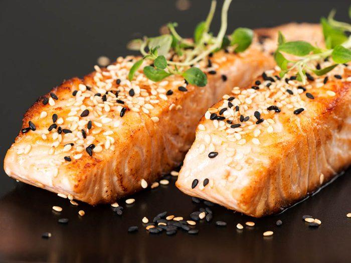 Pour prévenir le cancer, consommez du saumon ou du maquereau.
