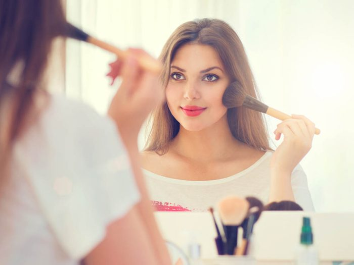 Cancer de la peau: ne vous fiez pas au maquillage pour vous protéger des UV.