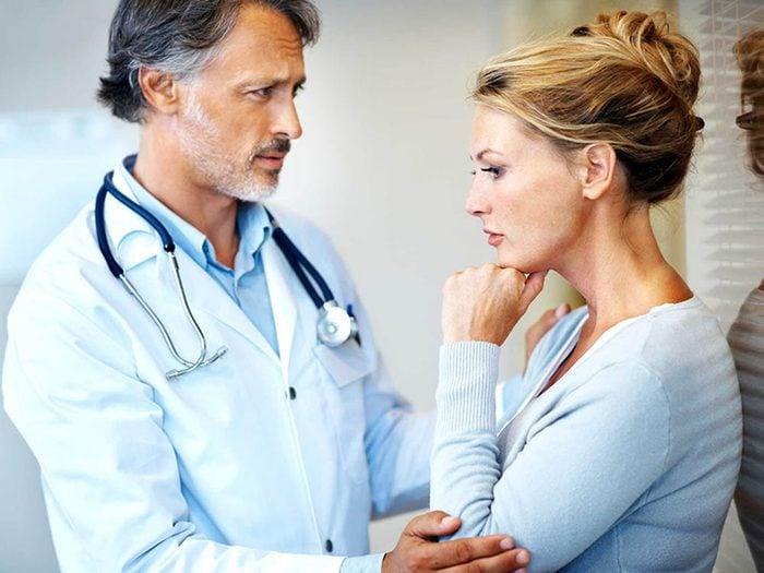 Plus le cancer de la peau est détecté tôt, moins le traitement est invasif.