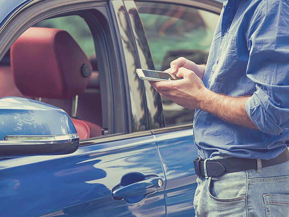Reconvertissez votre cellulaire usagé en moyen de retrouver son auto.