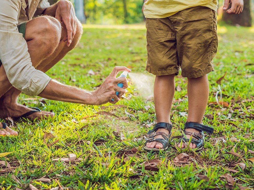Conseils de sécurité: utilisez un insecticide adapté aux enfants.
