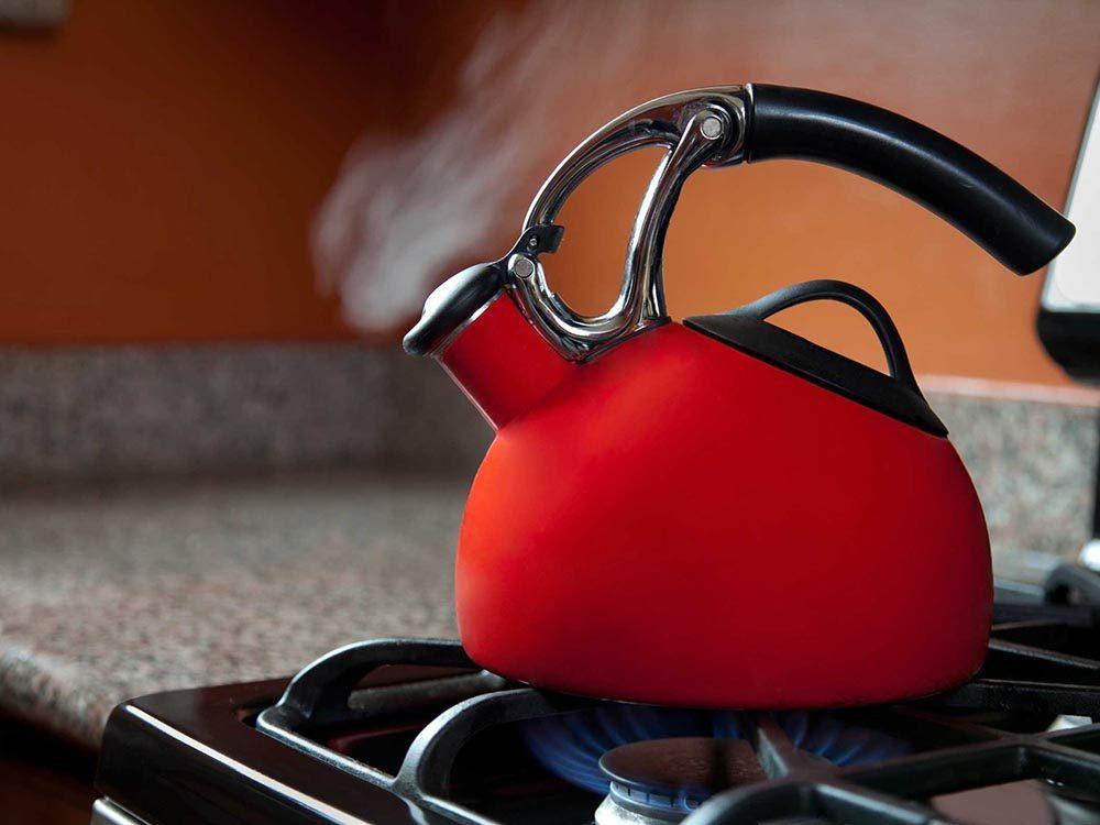 Pour cuisiner rapidement, faites bouillir de l'eau en priorité.