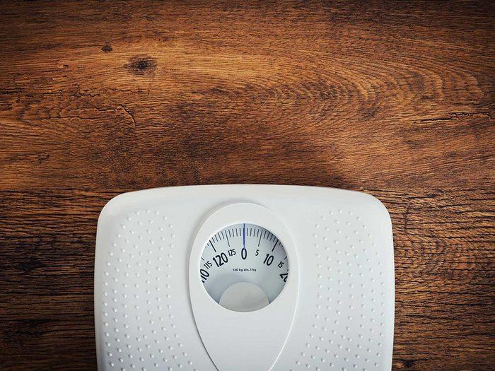 Pour ne pas engraisser: travaillez pour garder votre poids idéal.
