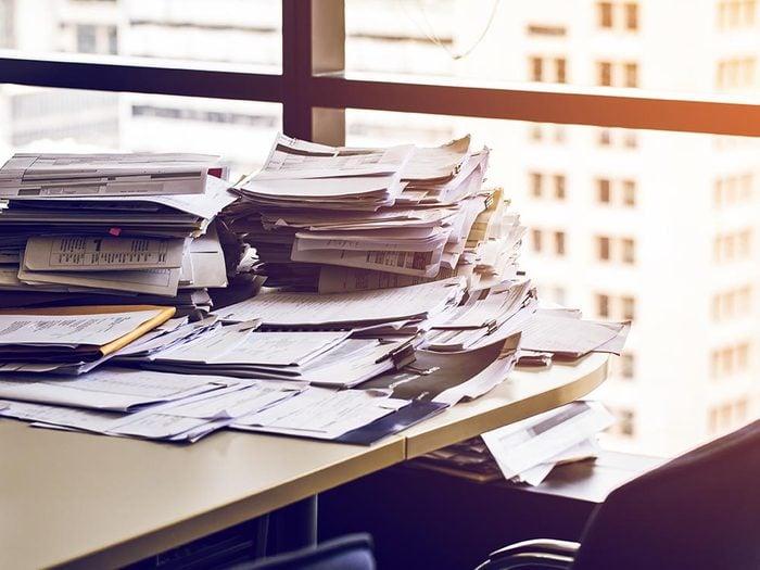 Pour moins sentir la fatigue, rangez votre bureau.