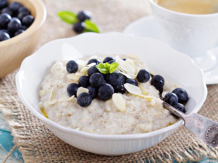 Évitez les coups de fatigue en prenant un déjeuner riche en fibres.