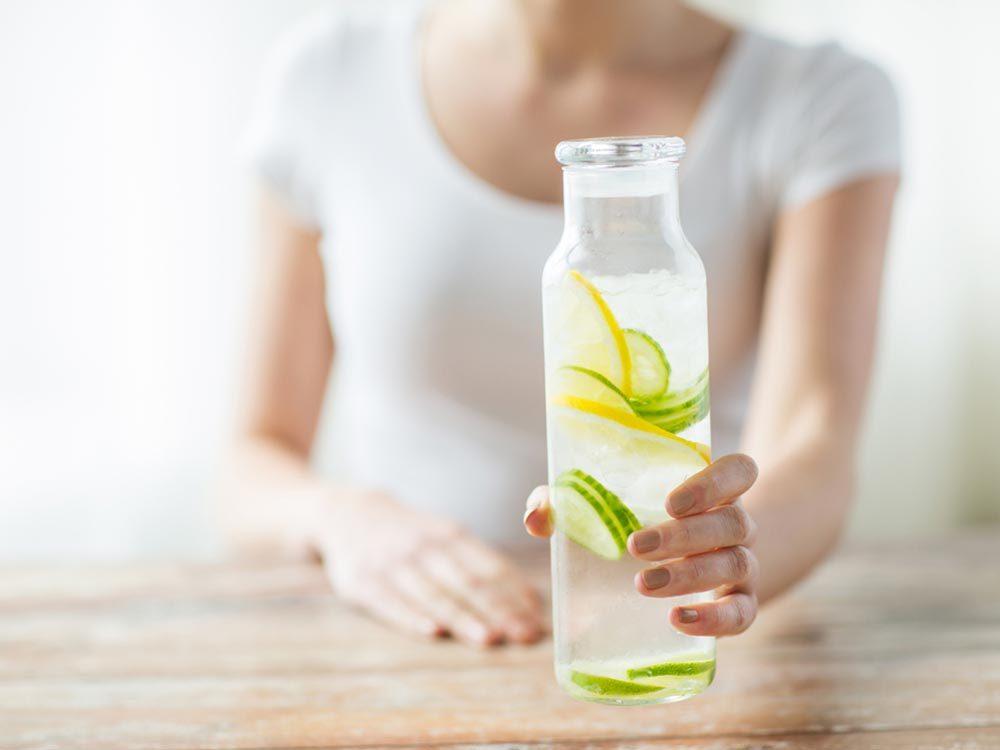 Pour lutter contre la fatigue, assurez-vous de boire assez d'eau et de ne pas être déshydraté.
