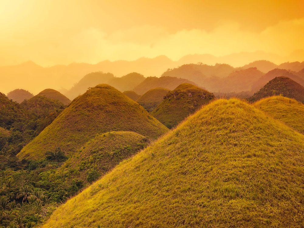 Chocolate Hills aux Philippines est l'une des plus belles formations rocheuses naturelles à travers le monde.