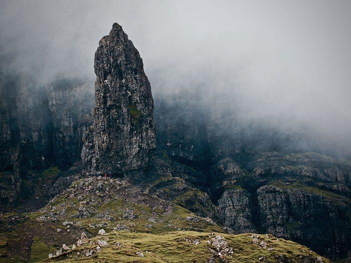 Le «Vieil homme» de Storr en Écosse est l'une des plus belles formations rocheuses naturelles à travers le monde.