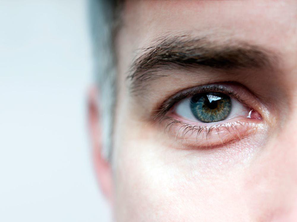 Symptôme de la cataracte: les couleurs sont perçues moins vite.