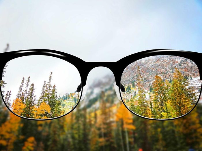 Symptôme de la cataracte: la vision devient floue.