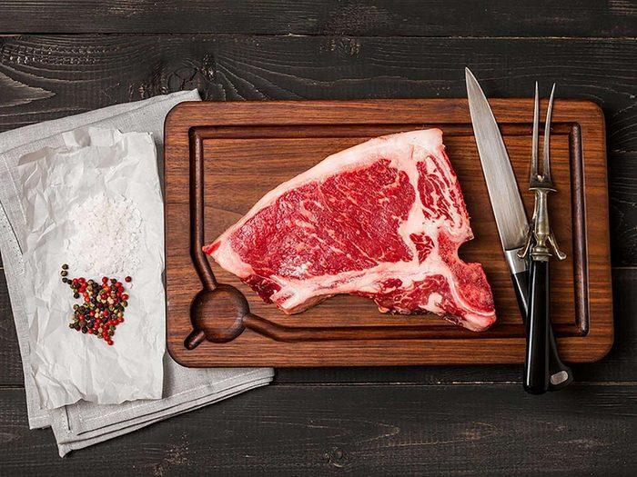 Si vous souffrez de la goutte, favorisez la viande rouge.