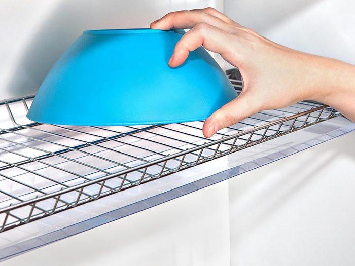 Maison: montez des étagères en treillis métallique sur le côté des poutres pour une rangée de rangements faciles d'accès.