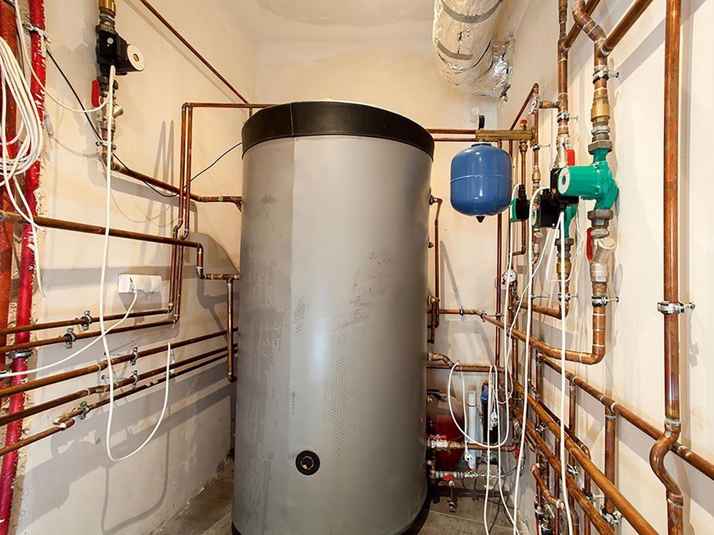 Maison: les réservoirs à eau chaude fuient parfois du drain ou de la soupape de sécurité.