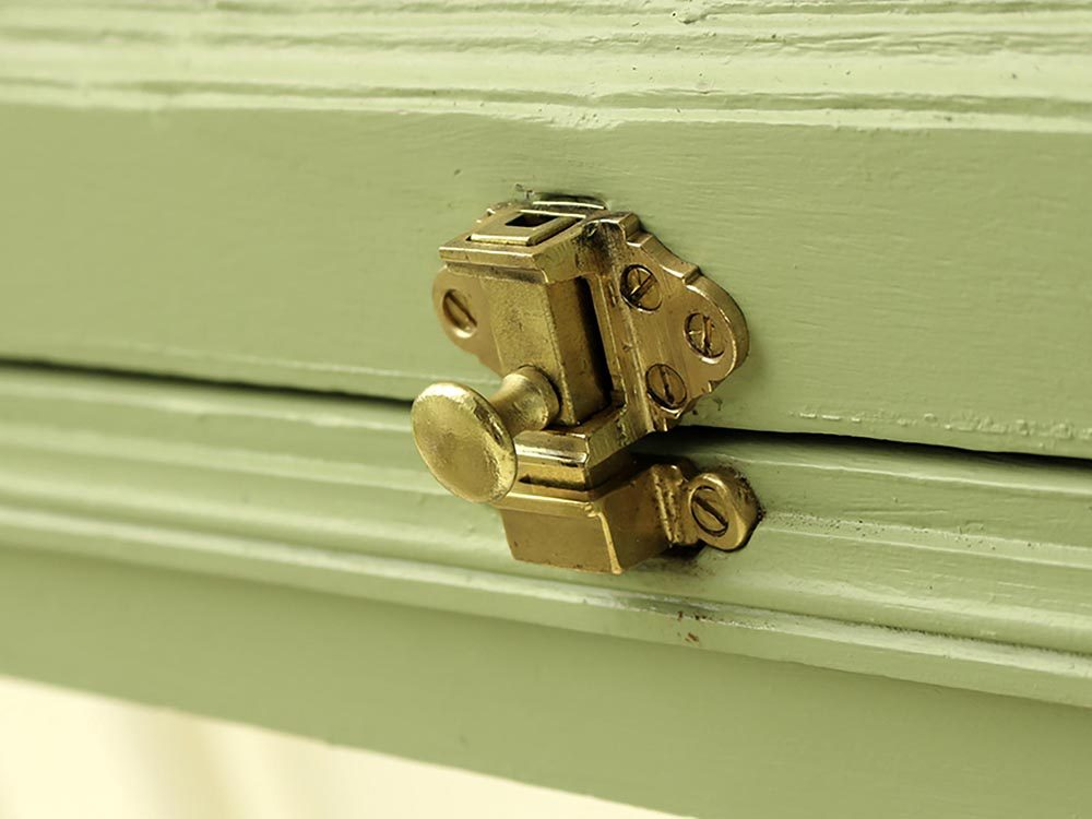 Maison: les loquets des fenêtres à guillotine ne résisteront pas à un voleur.