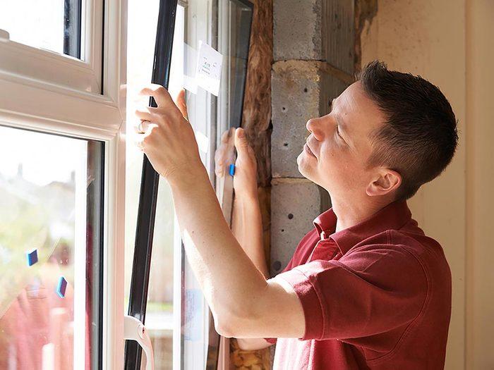Maison: remplacer vos vieilles fenêtres fera bien sûr baisser votre facture de chauffage.