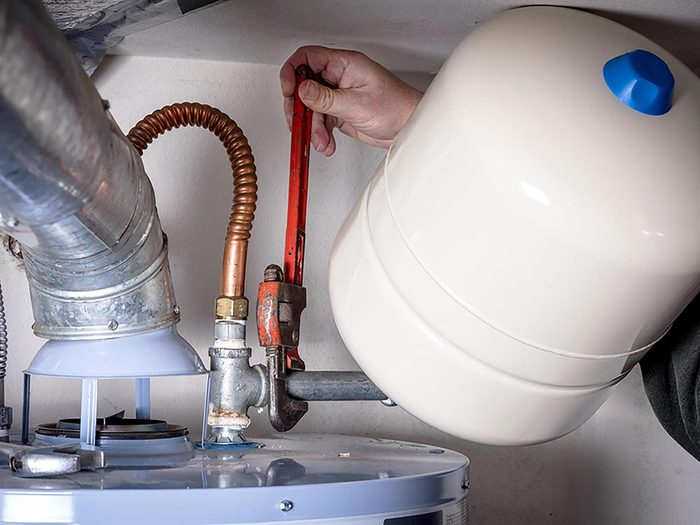 Maison: L'espérance de vie d'un réservoir à eau chaude varie de 10 à 15 ans.