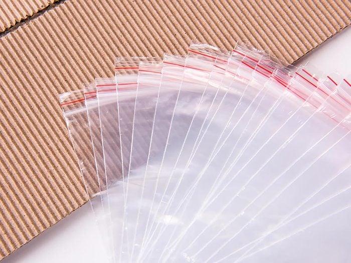 Maison: Videz vos tiroirs dans des sachets refermables.