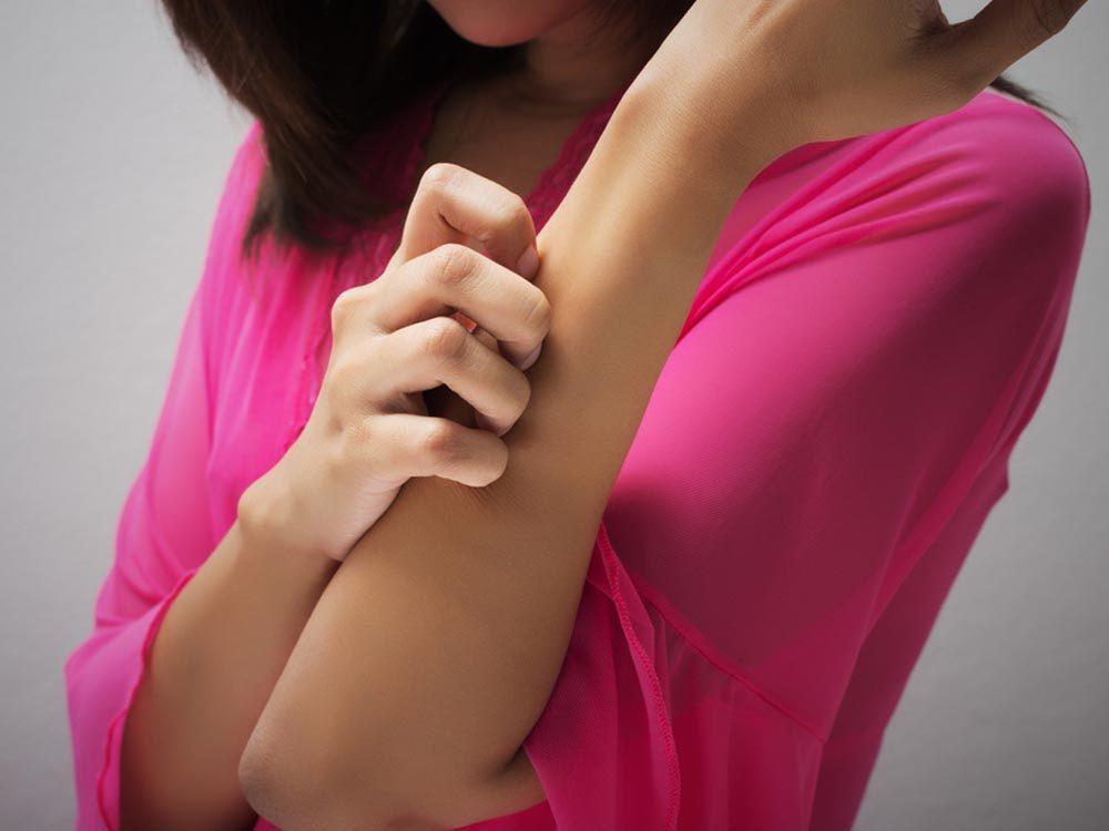 Un mal de tête combiné à une autre maladie peut être grave.