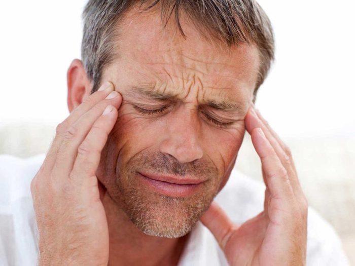 Si votre mal de tête ne part pas, prenez rendez-vous chez le médecin.