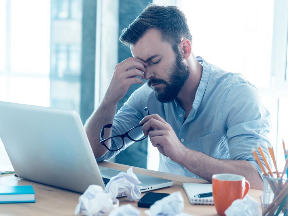 Si votre mal de tête s'accompagne de difficultés à vous concentrer, ce pourrait être une maladie grave.