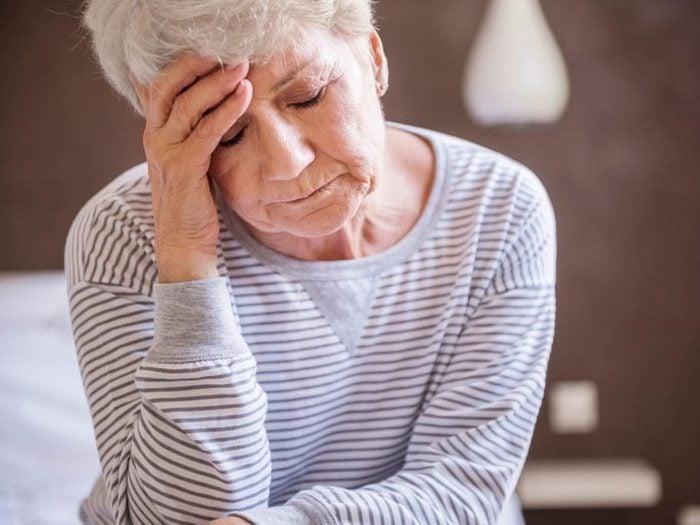 Un mal de tête peut être le symptôme d'un anévrisme.
