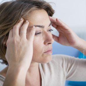 En cas de mal de tête soudain, prenez rendez-vous avec un médecin.