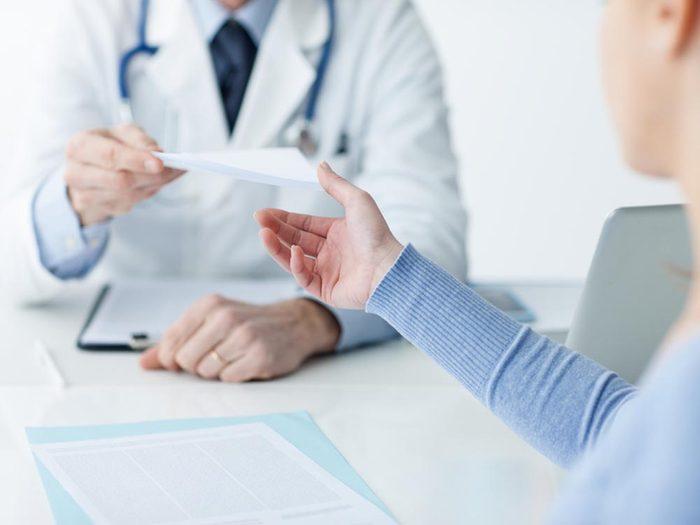 Mal de tête: soyez vigilant si d'autres symptômes surviennent.