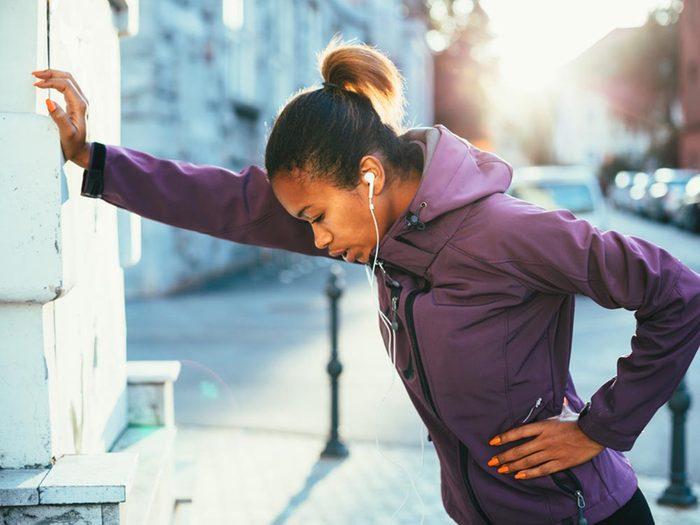 Si votre mal de tête survient après une activité physique, consultez un médecin.