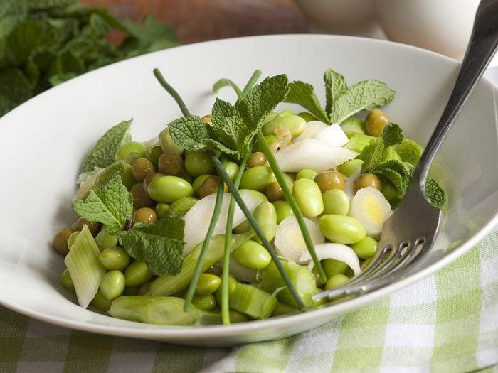 Créez de nouvelles combinaisons alimentaires avec de la menthe fraiche.