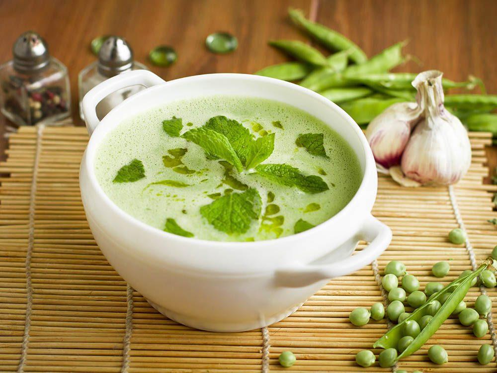 Utilisez la menthe fraîche dans de nouvelles combinaisons alimentaires.