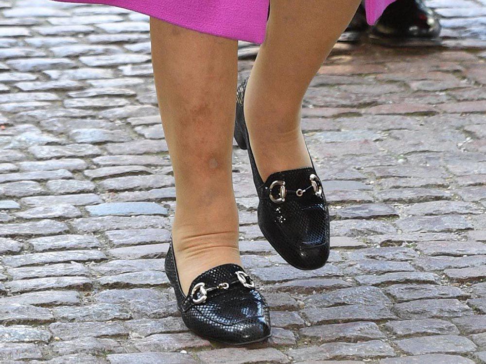 Métiers royaux: Porteur royal de chaussures.