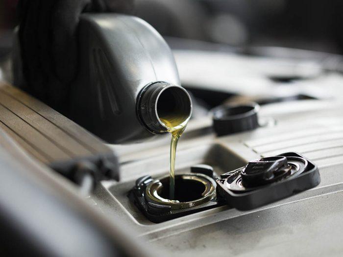 Mythe sur l'automobile: changement d'huile doit être fait tous les 5000 kilomètres.