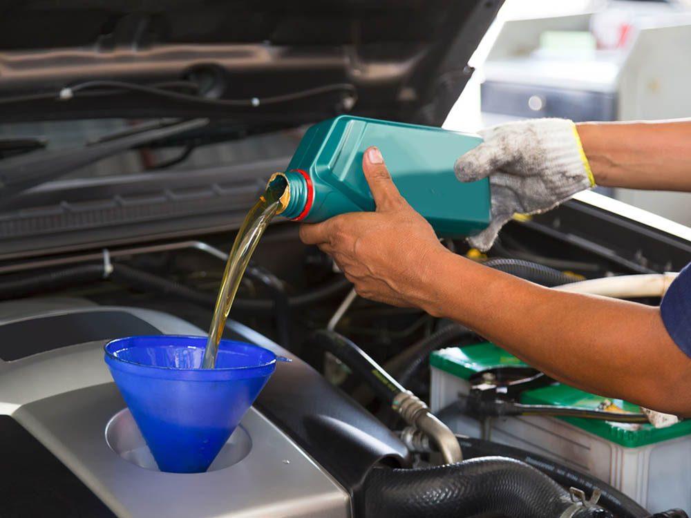 Mythe sur l'automobile: changer les filtres à air et le liquide de refroidissement lors du changement d'huile.