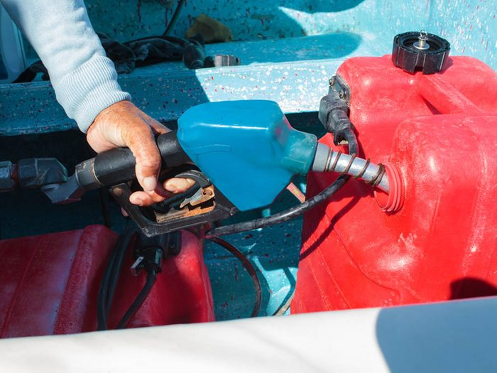 Mythe sur l'automobile: l'essence «super» rend la voiture plus performante.