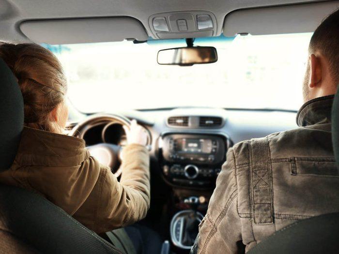 Mythe sur l'automobile: le kérosène rend ma voiture plus puissante.
