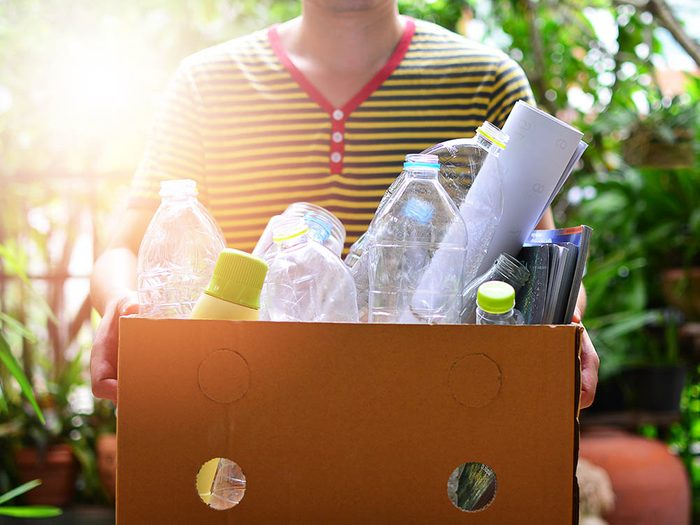 Restaurer le mobilier: débarrassez-vous correctement des déchets.