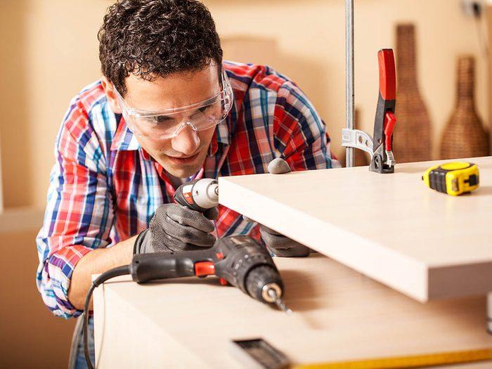 Utilisez toutes les protections nécessaires au moment de restaurer le mobilier.
