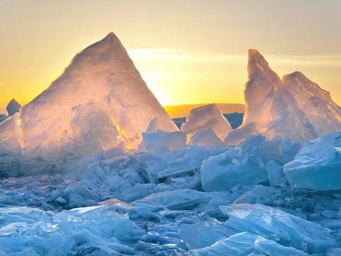 Lors du solstice d'été, la quantité de d'ensoleillement dépend de la latitude.
