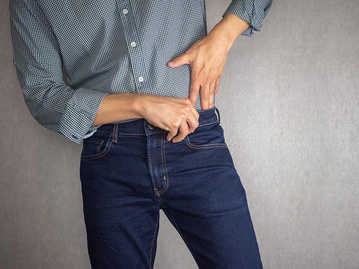 Rentrez la chemise dans le pantalon pour éviter les tiques du Québec.