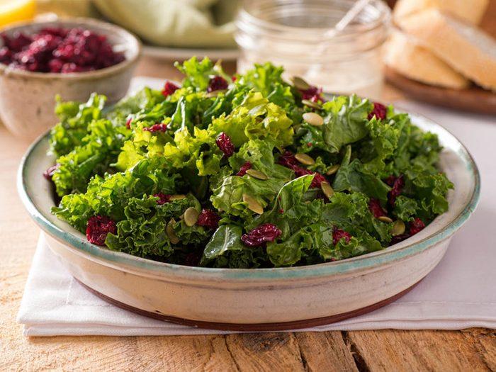 Pour avoir un ventre plat, mangez des aliments verts.
