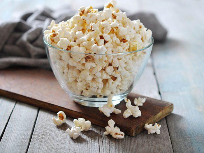 Pour avoir un ventre plat, mangez du maïs éclaté.