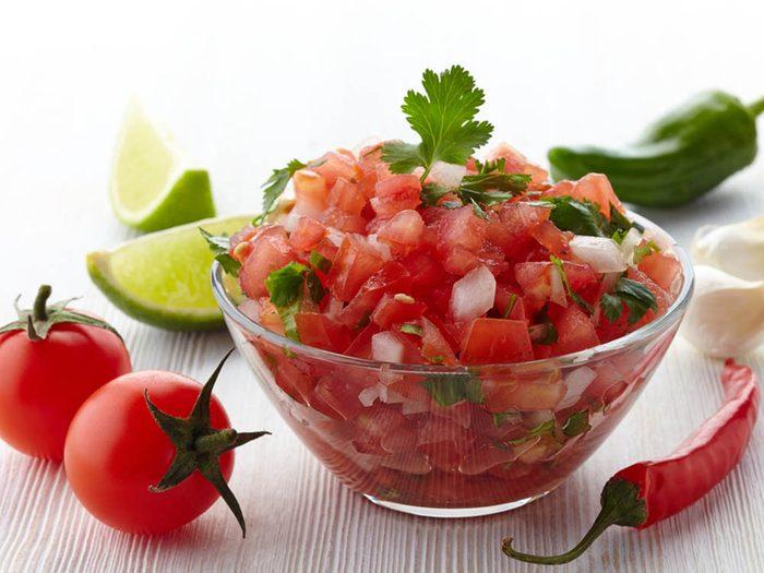 Pour avoir un ventre plat, faites votre salsa maison.