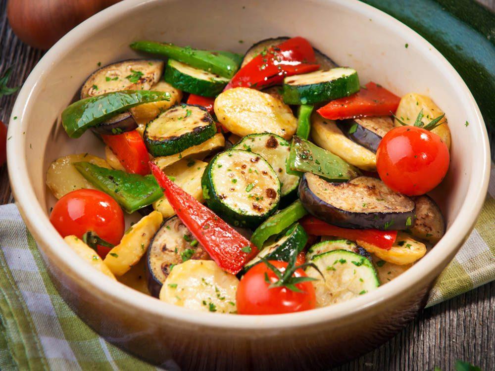 Pour avoir un ventre plat, consommez des légumes riches en eau.