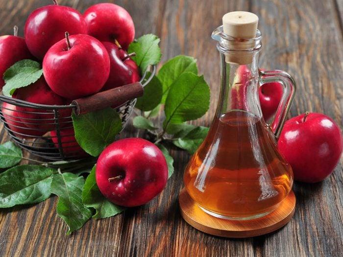 Pour avoir un ventre plat, consommez du vinaigre de cidre de pomme.
