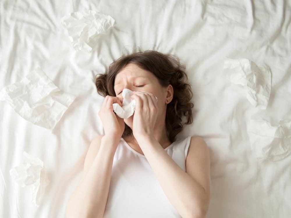 Dormir sur un vieux matelas pourrait vous faire développer une allergie aux acariens.