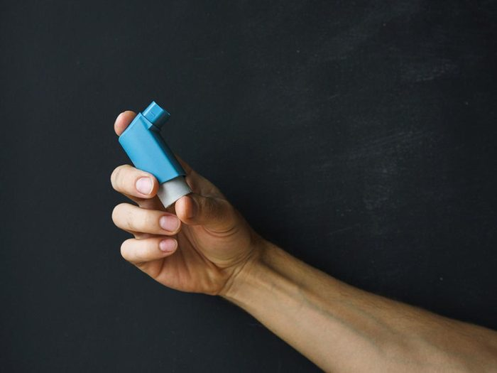 En dormant sur un vieux matelas, votre asthme pourrait empirer.