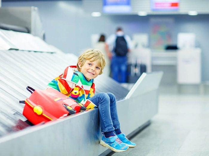 L'aéroport de Montréal a installer un zone pour les enfants.