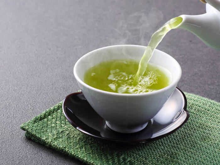Aliments brûle-graisses: le thé vert.
