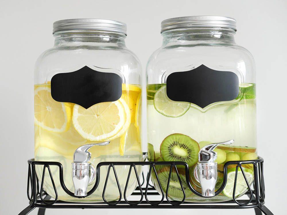 Avant cet automne, rangez la vaisselle inutile.